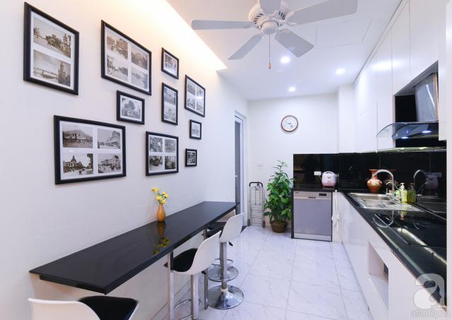 Chất liệu nội thất trong bếp được chọn kĩ để dễ lau chùi.