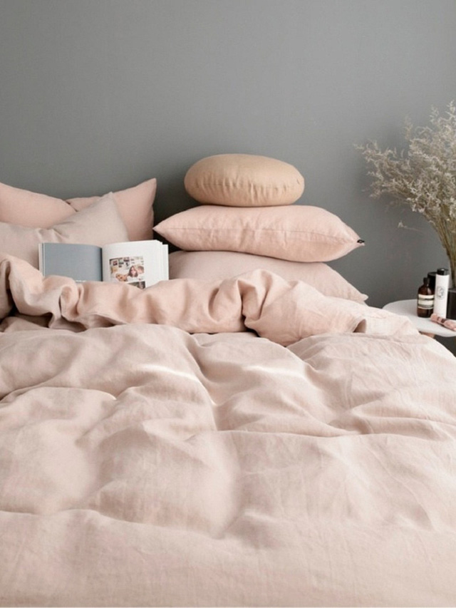 Gam màu hồng đào đặc biệt thích hợp để kết hợp với gam màu xám ghi.