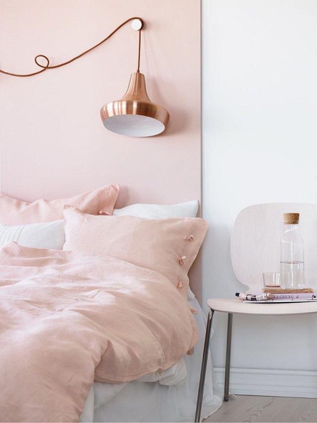 Nếu bạn yêu thích sự nhẹ nhàng, nữ tính thì sự kết hợp giữa hồng đào và trắng chính là lựa chọn thích hợp nhất đó.